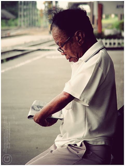 Photograph reading old man