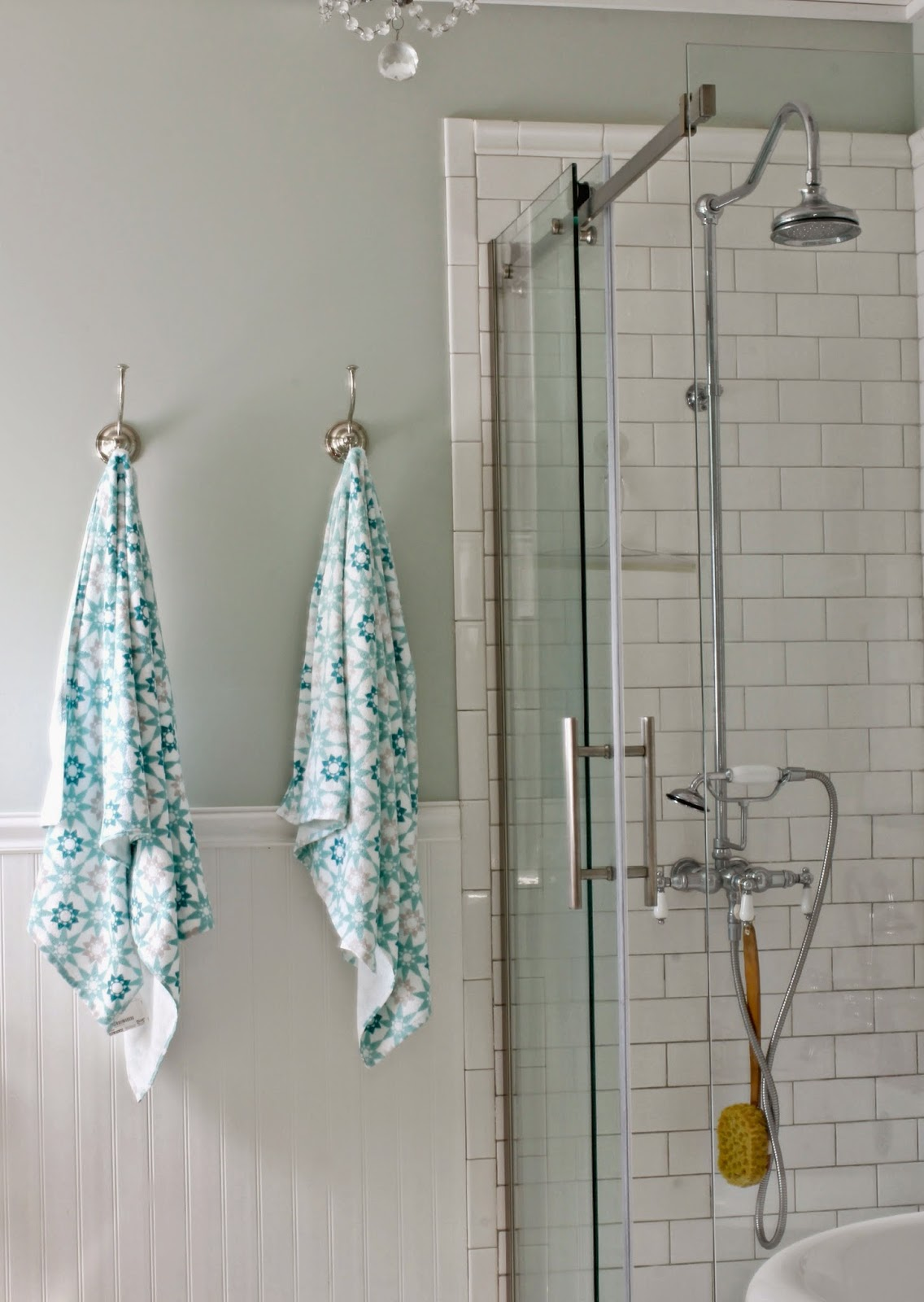Ikea Ingeborg bath towel in bathroom with bead board and pedestal tub-www.goldenboysandme.com