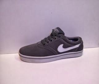 Sepatu Nike Skate Import abu-abu