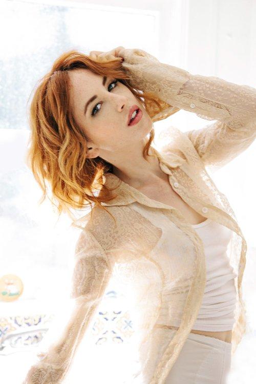 Faith Picozzi modelo fotografia ruiva sensual