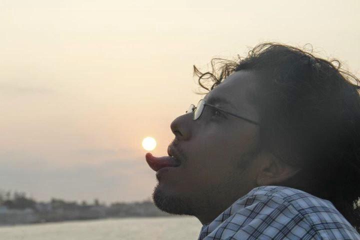 tomando sol