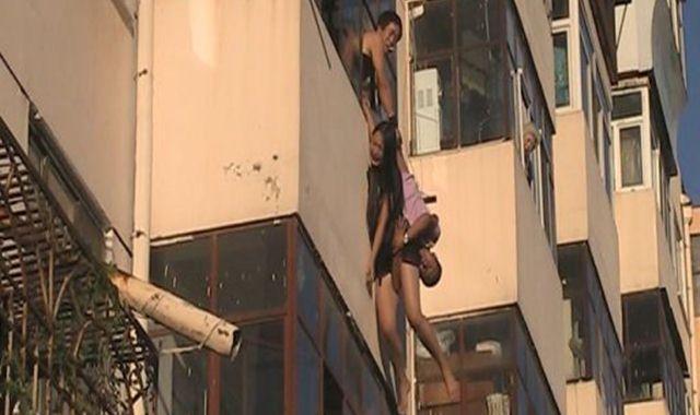 gadis bunuh diri melompat dari lantai apartemen