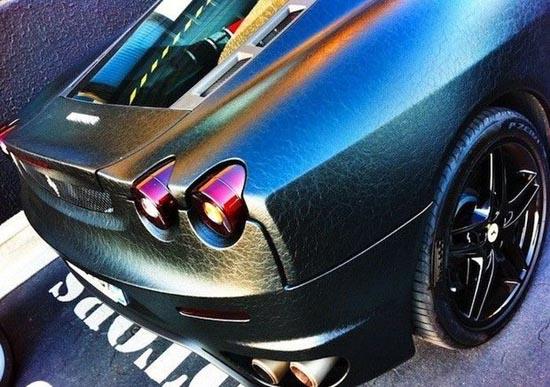 صورسيارة فراري مغطاة بالجلد الاسود