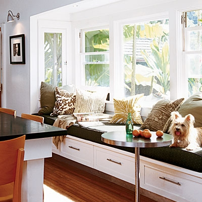 More breakfast nooks sticky bee for Bay window nook bench