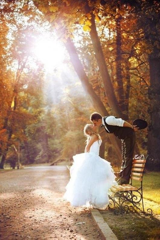 unique beautiful fall wedding poses ideas