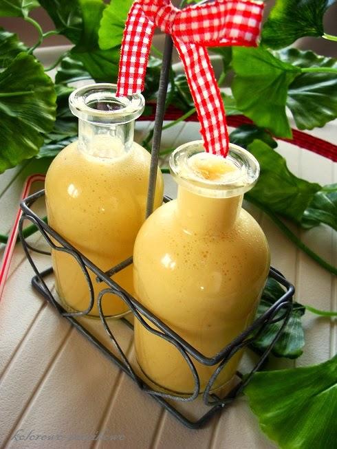 Jogurtowy koktajl z mango i kardamonem