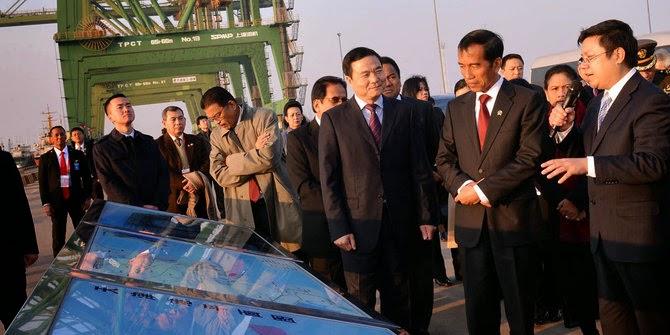 Investor asing terus menambah portofolionya di bursa saham Indonesia dengan melakukan aksi beli Rp 886,1 miliar kemarin. Secara kumulatif, sejak awal tahun pembelian bersih investor asing tercatat Rp 7,44 triliun.