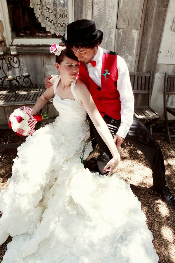 Bride chic the glory of steam punk for Where can i get my wedding dress steamed