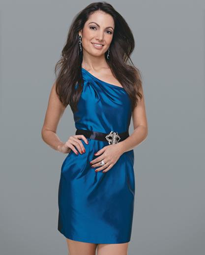 Unhas para madrinha de casamento vestido azul
