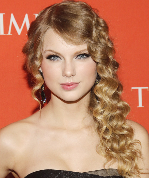 Taylor Swift's Perfect Curly Hairstyle