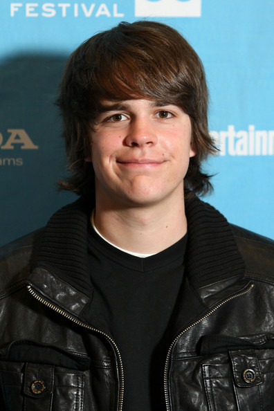 Johnny Simmons - Photo Gallery