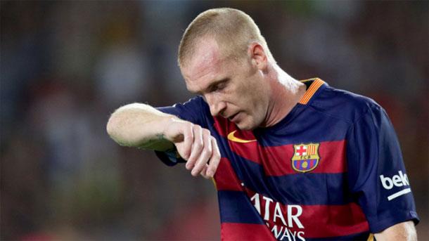 Mathieu no entiende los rumores sobre su traspaso del Barça