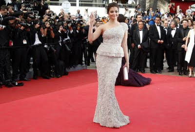 Aishwarya Rai Cannes 2011 killer look