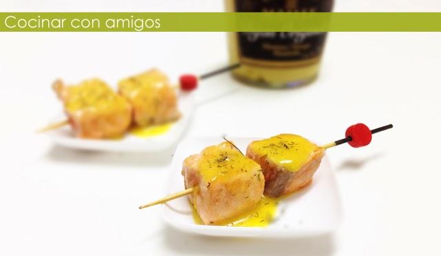 http://cocinarconamigos.blogspot.com.es/2013/10/brocheta-de-salmon-la-naranja.html