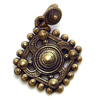 купить копии древних амулетов из бронзы свастичные солярные символы