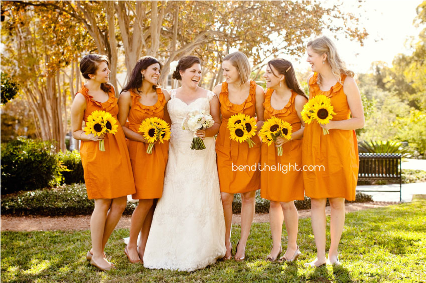 Love this cheerful wedding mixed with orange and turquoise colors with