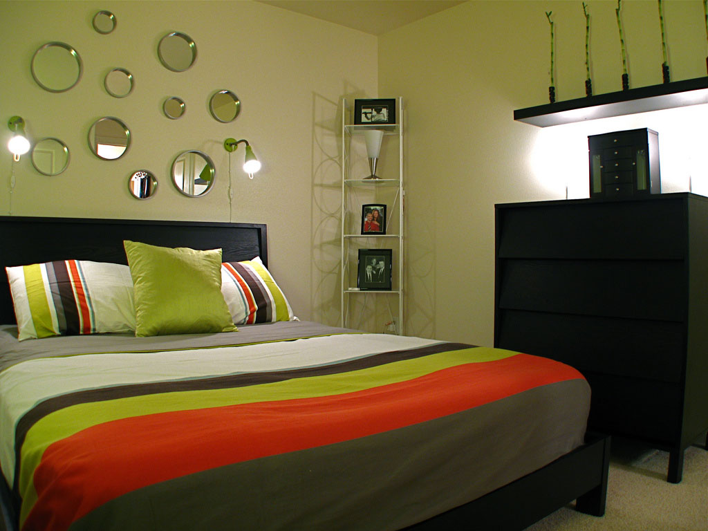 Small bedrooms often look congested and crowded, as they lack floor