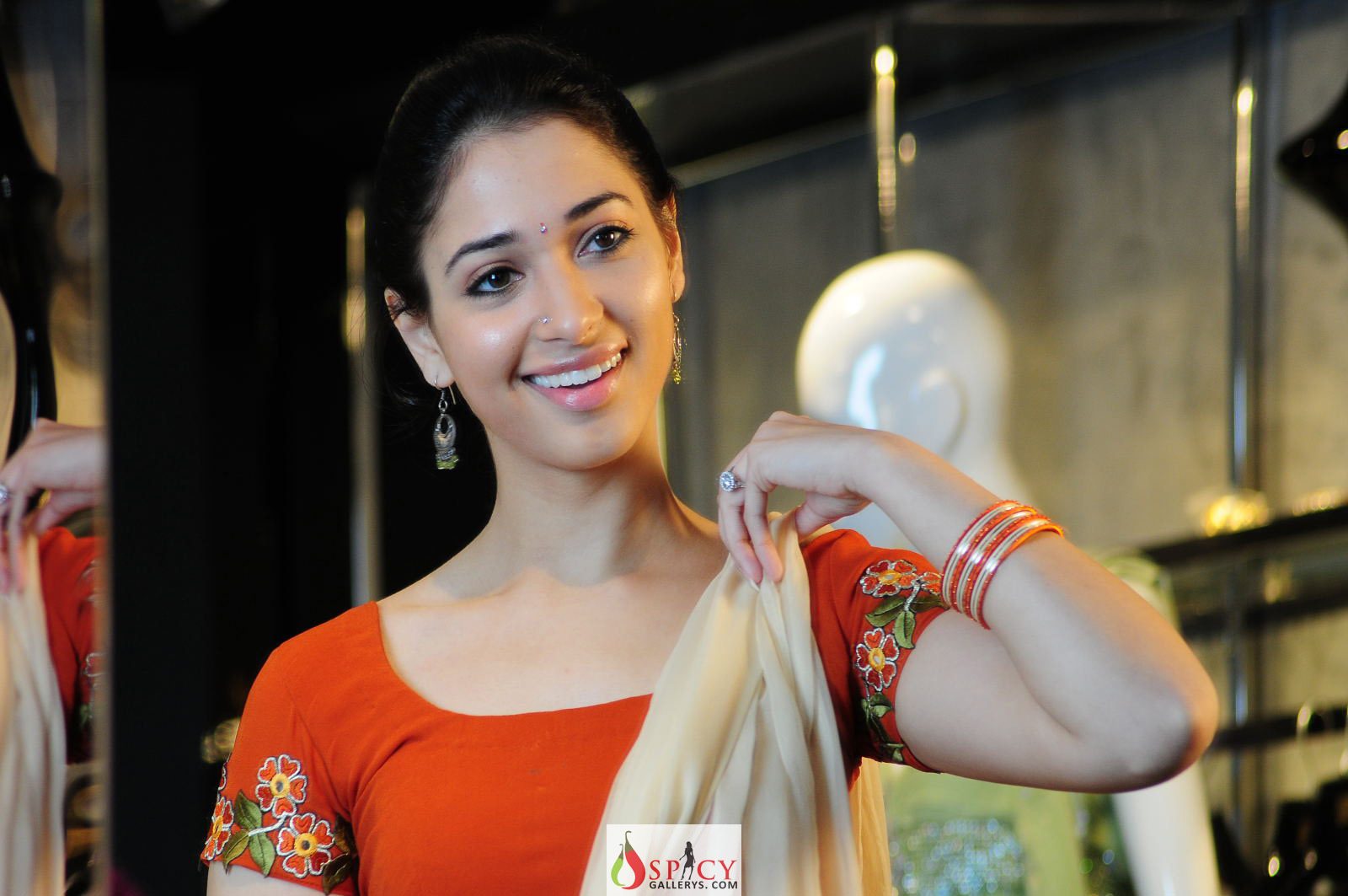 Tamanna in 100 love movie wallpapers pics photos wallpaper download