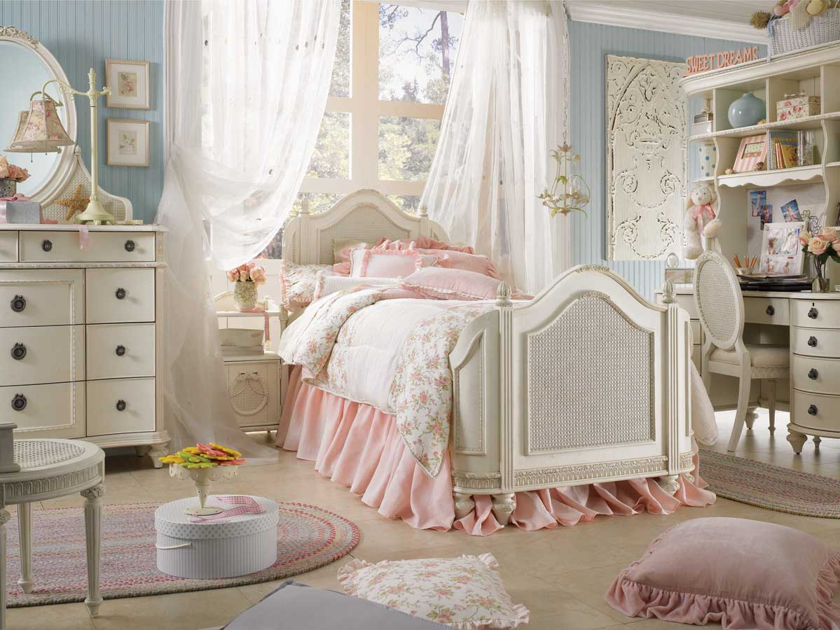 Discount fabrics lincs how to create a shabby chic bedroom for Shabby chic bett