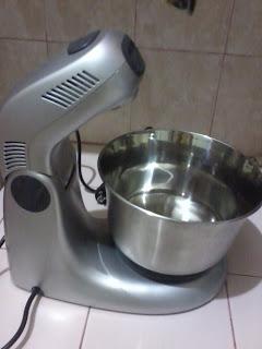 Alat-alat yang diperlukan untuk membuat kue/roti