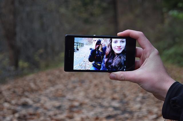 قبل أن تقوم بمشاركة صورك في مواقع التواصل الإجتماعي؛ ندعوك لتجربة هذا الموقع !