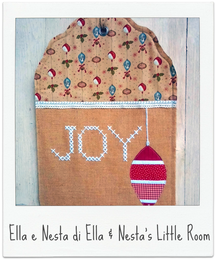 http://ellaandnesta.blogspot.it/2014/12/handmade-christmas-giant-tag-door-decoration.html