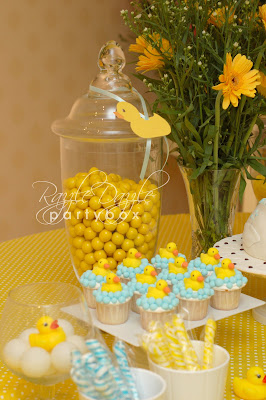 Razzle dazzle party box baby shower rubber ducky for Baby shower stage decoration