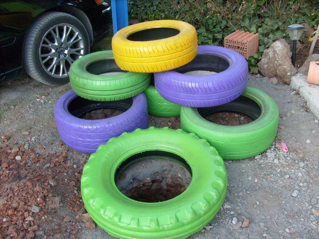Jard n reciclaje y m s jardinera de neum ticos - Jardineras con ruedas ...