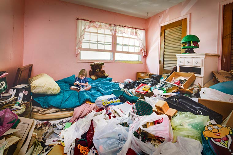 Fotógrafo Geoff Johnson retrata a vida de crianças filhas de acumuladores