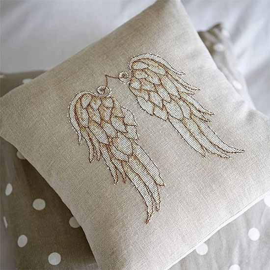Вышивка на подушке ангел
