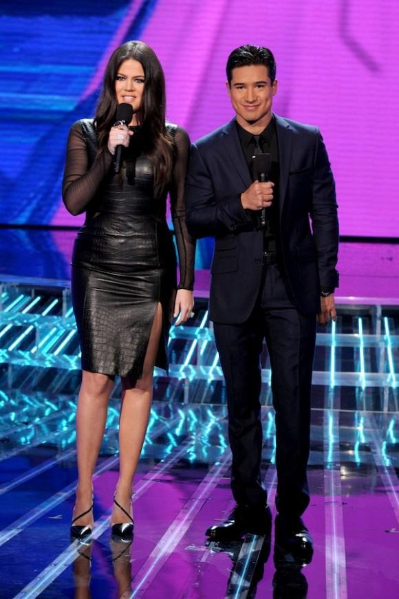 http://4.bp.blogspot.com/-957D5xiPmpA/UKzC1AkhMPI/AAAAAAAAT6E/zmhxO4a2SXM/s1600/Khloe-Kardashian-Mario-Lopez-Host-The-X-Factor-Week-2-11-580x871.jpg