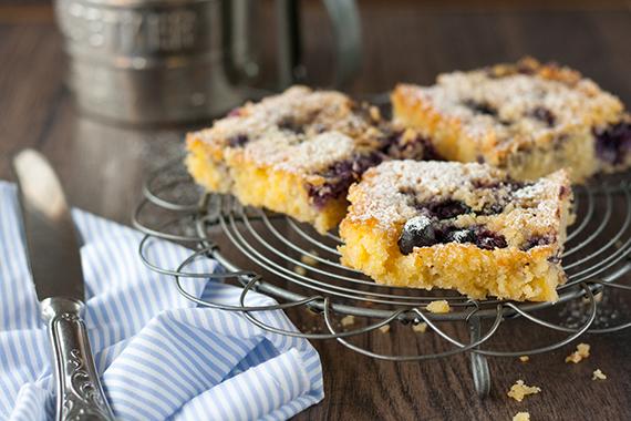 berry-polenta-cake