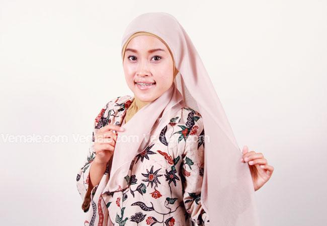 ... dengan beberapa step anda bisa tampil cantik dengan jilbab paris