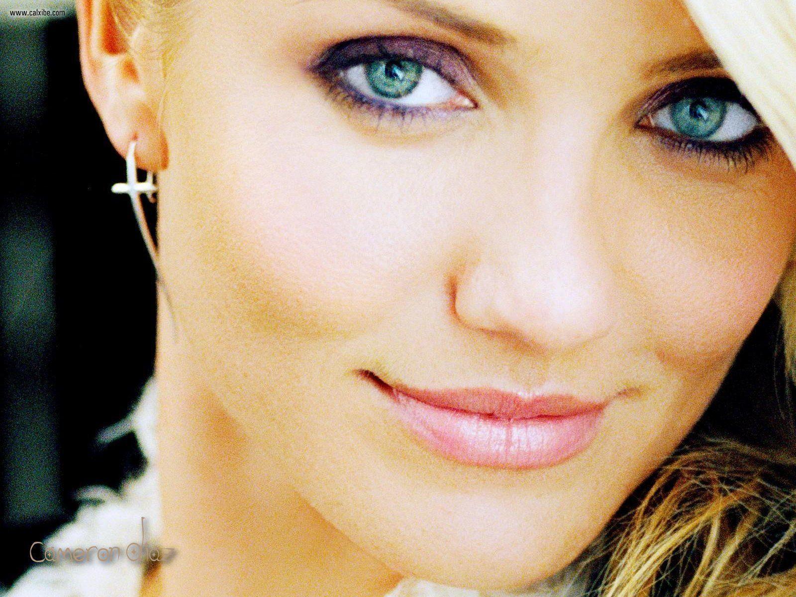 http://4.bp.blogspot.com/-95d1q9fsJYw/TqCA9tPnuiI/AAAAAAAAAfM/0M6piQEGEw0/s1600/Cameron_Diaz_HD_Wallpaper_blue_eyes.jpg