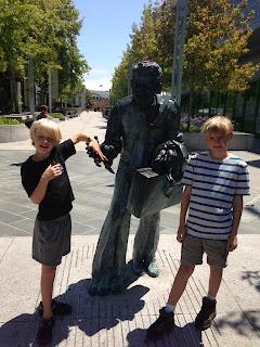 Shaking Man Statue in Yerba Buena Gardens