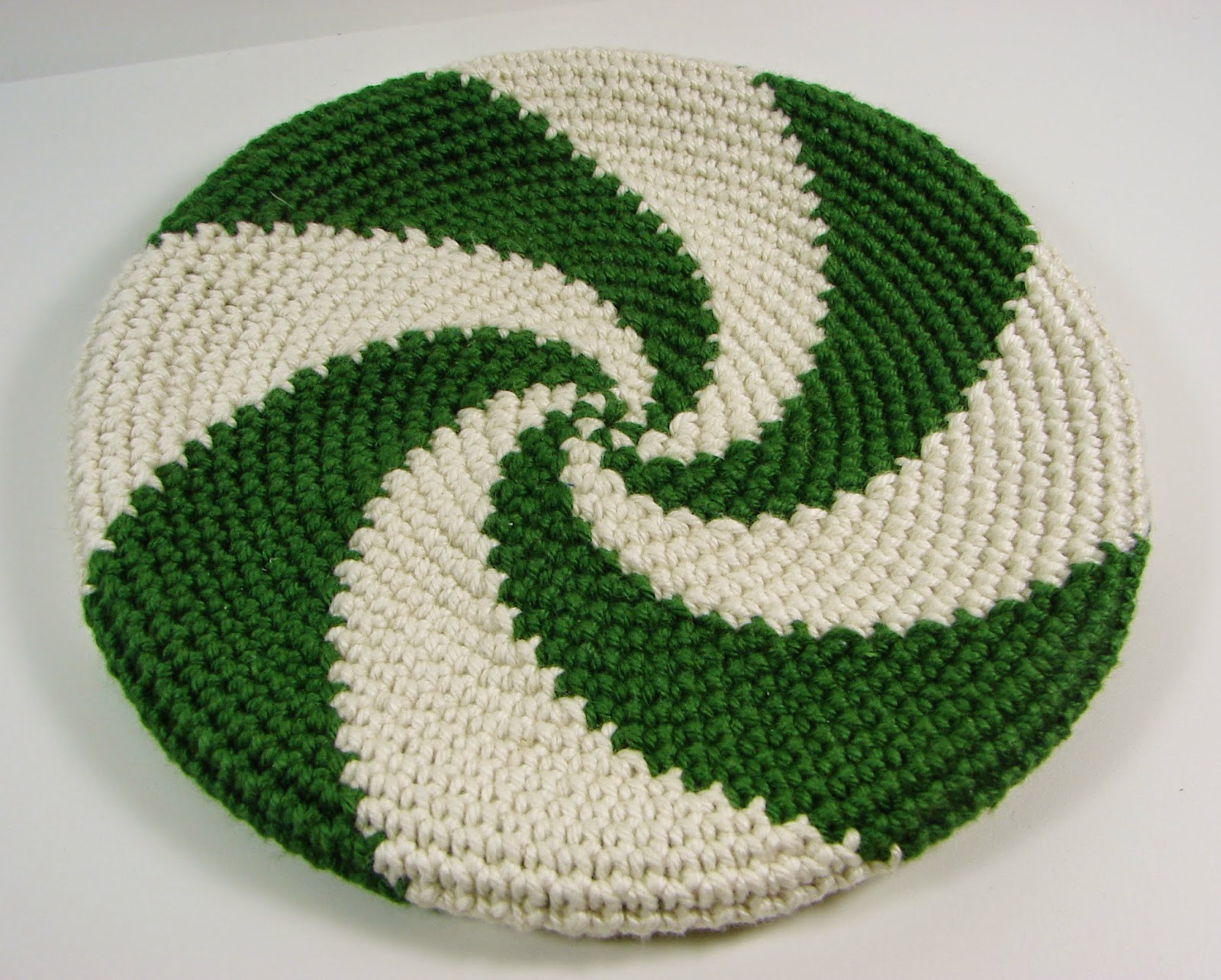 disc, frisbee, crochet, crocheted, toy, green, white