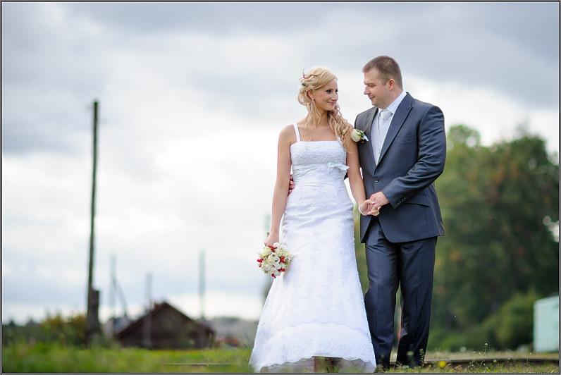 vestuvinė fotosesija su traukiniais