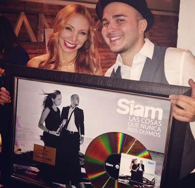 Siam-recibe-Disco-de-Oro