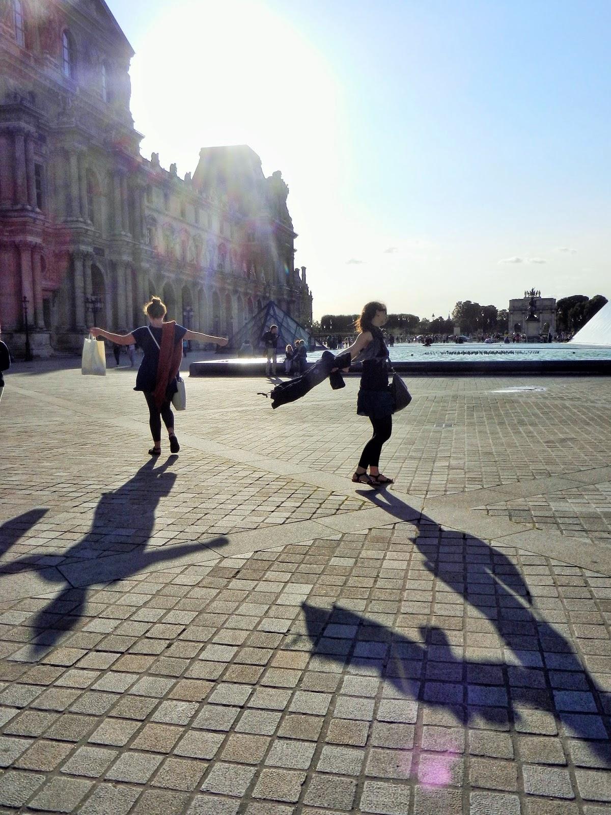 dancing louvre