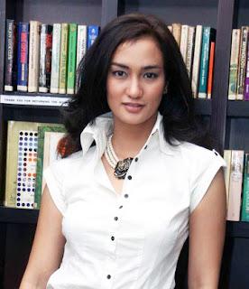 Atiqah Hasiholan