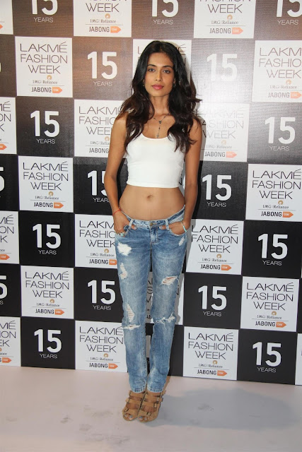 Sarah Jane Dias Displays Her Toned Sexy Midriff At Model Auditions For Lakme Fashion Week 2015 in Mumbai