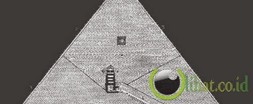 Alien bangun Piramida Giza di Mesir