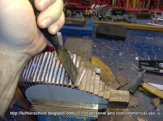 Προσεκτική αφαίρεση ξύλου μέχρι το όριο του αχναριού