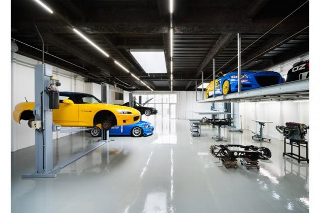 Okokno speedshop type one showroom auto repair shop for Mechanic shop flooring