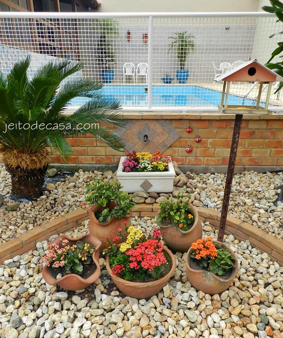 E a fonte virou vaso Jeito de Casa Blog de Decoraç u00e3o e Arquitetura -> Decoração De Jardim Com Vasos E Pedras