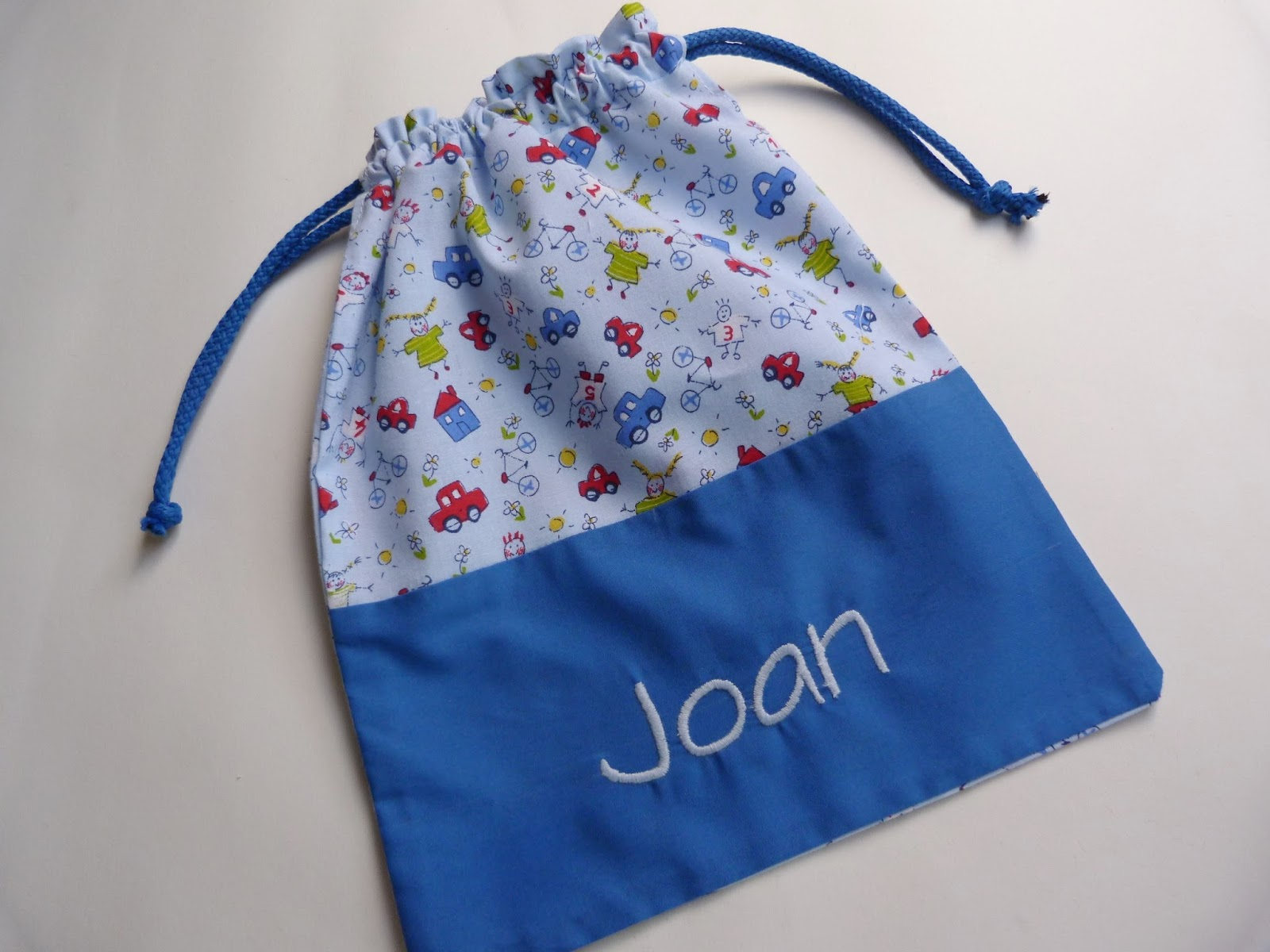 Con hilo y telas oferta de bolsas para el cole for Bolsas para guardar ropa