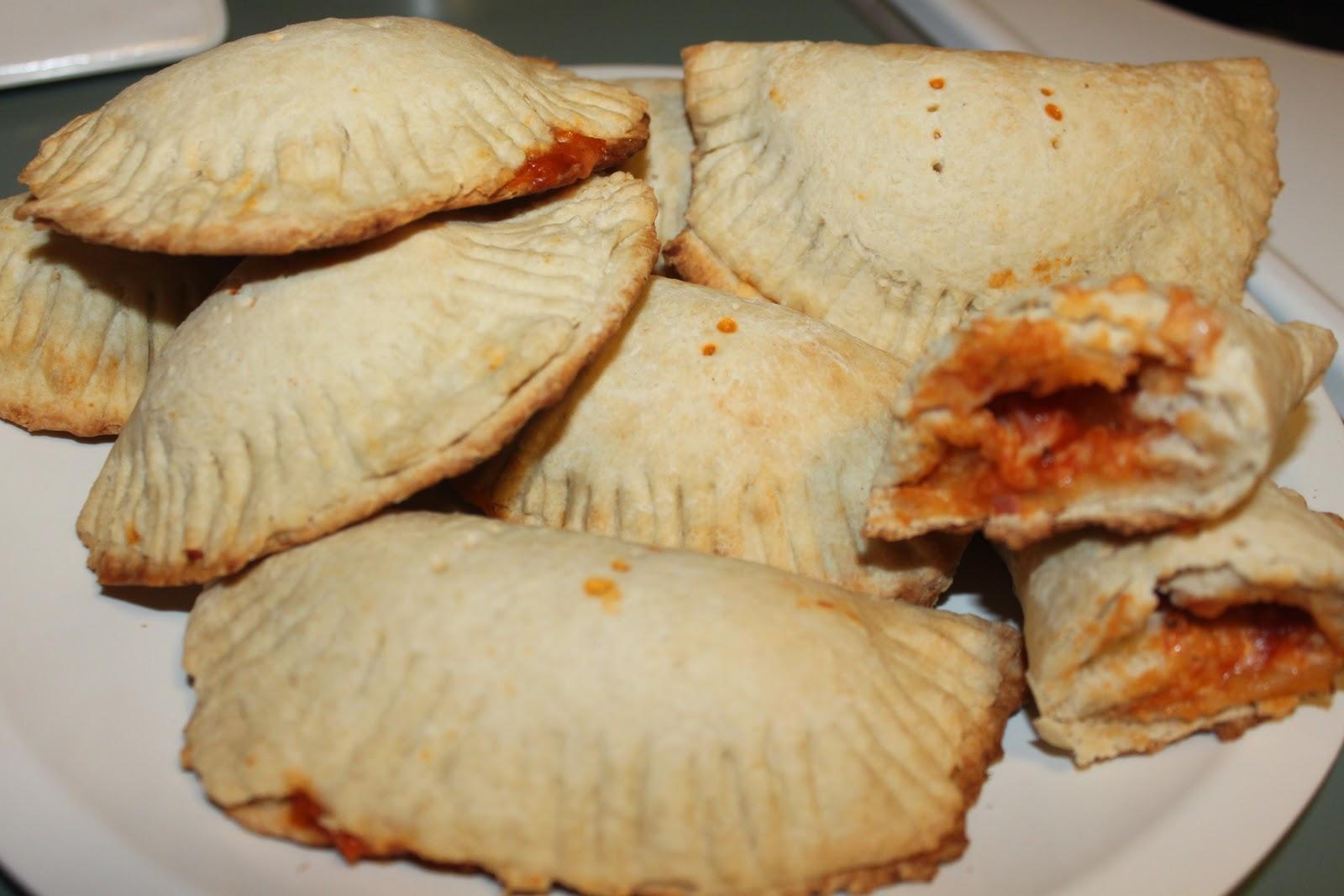 Julie Bakes A Lot!: Hawaiian Pizza Pockets!