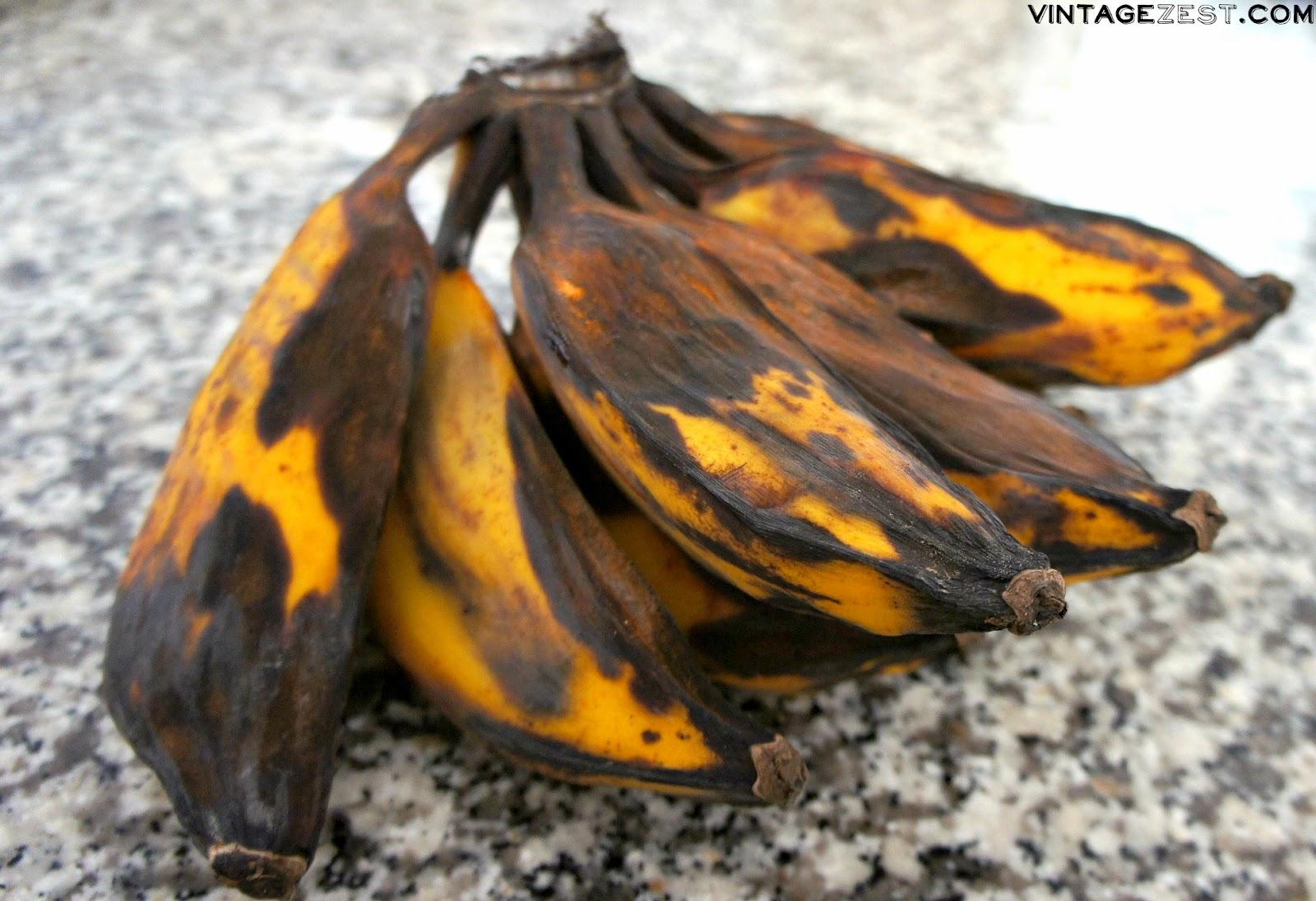 Bananacue recipe (Sweet Asian Plantain Skewers) on Diane's Vintage Zest!  #recipe #dessert #sweet
