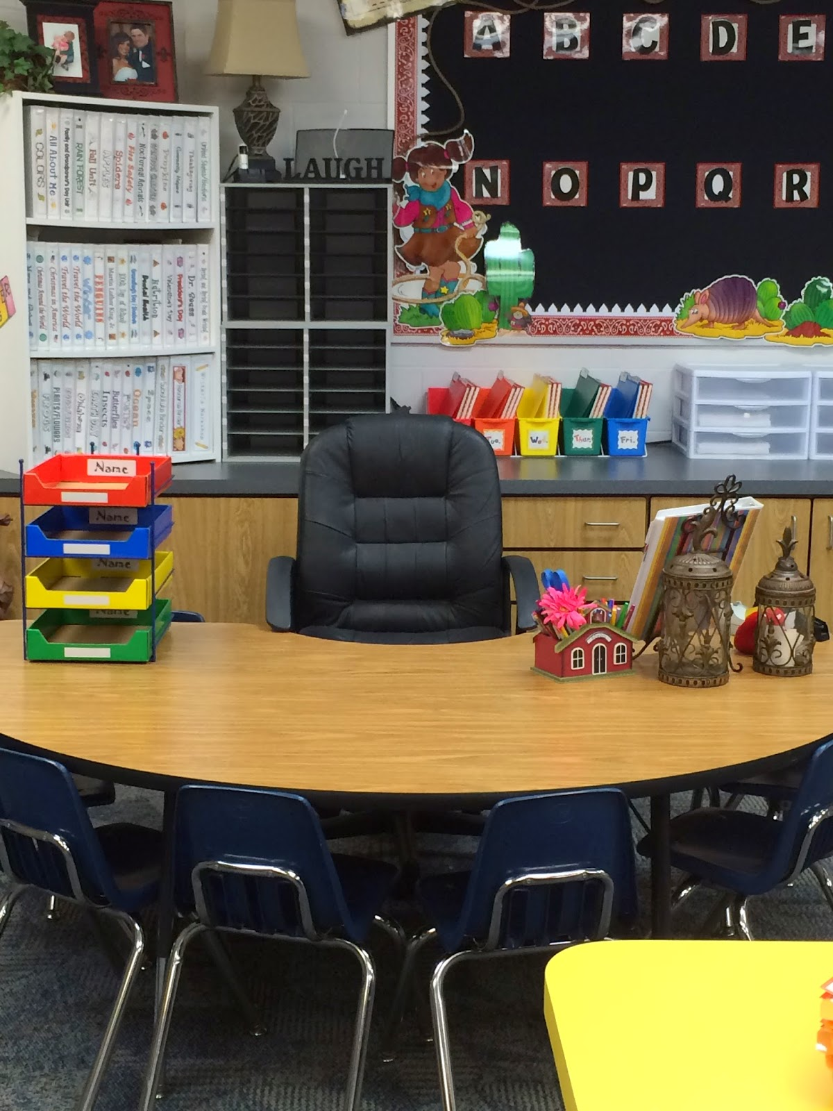 Perfect Teacher Desk In Classroom This Is My To Decorating Ideas