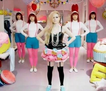 Foto Hello Kitty Avril Lavigne Video Lagu Klip Terbaru